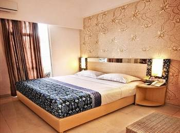Dewarna Hotel Malang - Deluxe Double Room Regular Plan