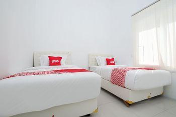 OYO 1888 Griya RW Family Guest House Karanganyar - Standard Twin Room Regular Plan