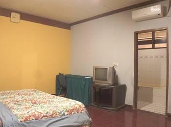 Villa Mas Inn Puncak - Deluxe AC(1 King Bed) Regular Plan
