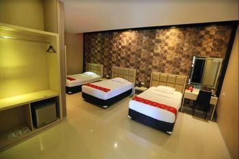 New Surya Hotel Banyuwangi - Deluxe Triple Room Only Regular Plan