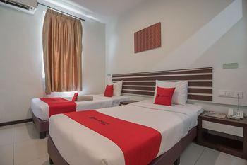 RedDoorz Plus @ Aviari Batu Aji Batam Batam - RedDoorz Twin Room Last Minute