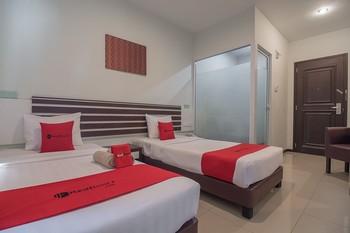 RedDoorz Plus @ Aviari Batu Aji Batam Batam - RedDoorz Deluxe Twin Room Last Minute