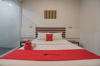 RedDoorz Plus @ Aviari Batu Aji Batam Batam - RedDoorz Room Last Minute