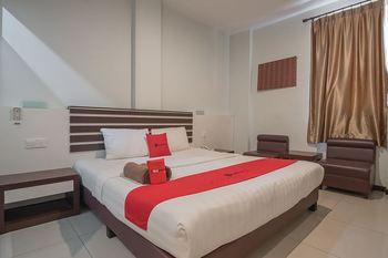 RedDoorz Plus @ Aviari Batu Aji Batam Batam - RedDoorz Deluxe Room Last Minute