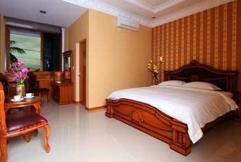 Dmonty Hotel Padang Syariah Padang - Superior Double Room Regular Plan