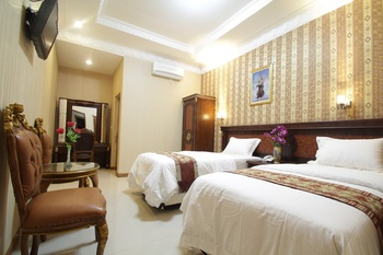Dmonty Hotel Padang Syariah Padang - Superior Twin Room Regular Plan