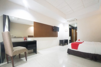 RedDoorz Plus @ New Grand Park Hotel Surabaya - RedDoorz Premium Room with Breakfast Regular Plan