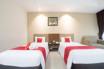 RedDoorz Plus @ New Grand Park Hotel Surabaya - RedDoorz Premium Twin Room with Breakfast Regular Plan