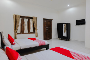 OYO 1190 Ndalem Katong Guest House Ponorogo - Suite Family Regular Plan