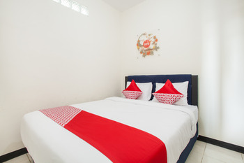 OYO 3350 Cozy Residence Malang - Deluxe Double Room Regular Plan