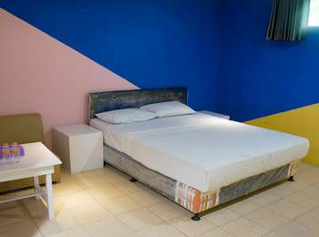 The Colorville Alam Sari Wates Purwakarta - Deluxe Room AC Diskon 30%