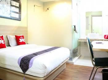 ZenRooms Batu Ceper Pecenongan - Double Room (Breakfast Included) Regular Plan
