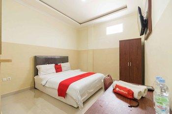 RedDoorz near Griya Agung 2 Palembang Palembang - RedDoorz Room Best Deal