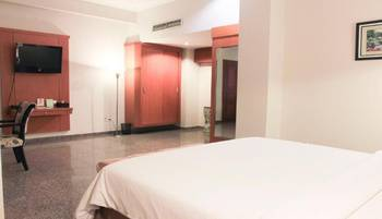 Sahira Butik Hotel Bogor - Deluxe Double Room Regular Plan