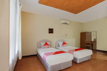 Capital O 3094 Hotel Cleopatra Sukabumi - Deluxe Twin Room Regular Plan