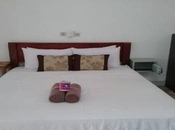 Putri Homestay Lombok - Deluxe Double With AC Regular Plan