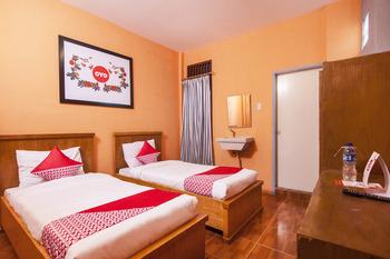 OYO 581 Serdika Pavilion Karo - Standard Twin Room Regular Plan