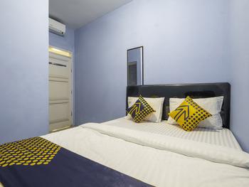 OYO 2302 Blue House Costel Cianjur - Spot On Double Regular Plan