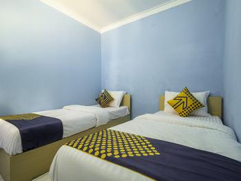 OYO 2302 Blue House Costel Cianjur - Spot On Twin Regular Plan