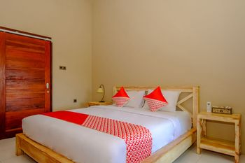 OYO 2823 Artati Bungalows And Restaurant Lombok - Deluxe Double Room Regular Plan