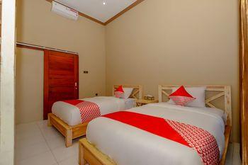 OYO 2823 Artati Bungalows And Restaurant Lombok - Standard Twin Room Regular Plan