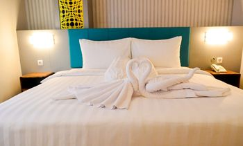 Front One Budget Malang by Azana Malang - Deluxe Room Double/Twin (Breakfast) SPECIAL DEALS