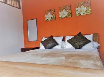 Kembang Guest House Bandung - Kembang Double Bed Room Regular Plan