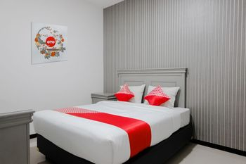 OYO 1108 Smart Tlogomas Malang - Deluxe Double Room Regular Plan
