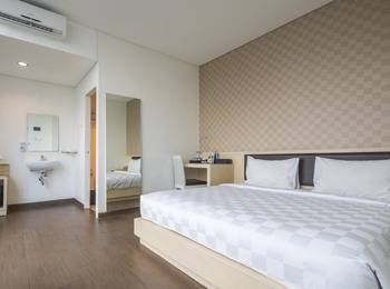 Hotel 88 Grogol - Deluxe Executive Room With Breakfast Regular Plan