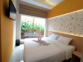 Griya Indah Sari Solo - Deluxe Double Room Only Flash Sale