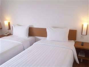 Whiz Hotel Pemuda Semarang - Standard Twin Regular Plan