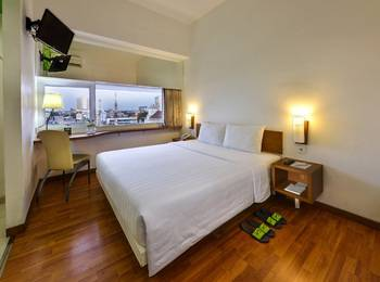 Whiz Hotel Pemuda Semarang - Standard Double Room Business Package SUMO