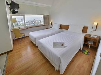 Whiz Hotel Pemuda Semarang - Whiz Twin Room Only  Regular Plan