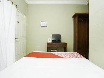 OYO 2493 Lotus Hotel Syariah Bojonegoro - Standard Double Room Regular Plan