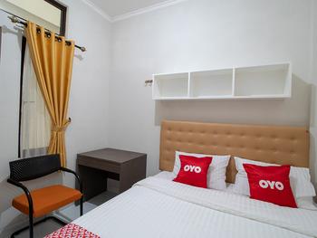 OYO 3253 Sofia Residence Syariah Karawang - Standard Double Room Last Minute Deal