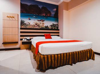 RedDoorz Plus near Makassar Town Square Makassar - RedDoorz Deluxe Room with Breakfast special deals