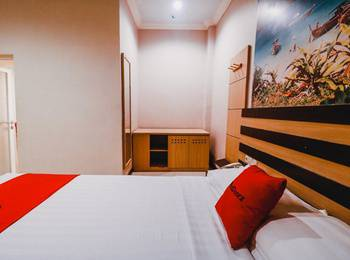 RedDoorz Plus near Makassar Town Square Makassar - RedDoorz Suite with Breakfast special deals