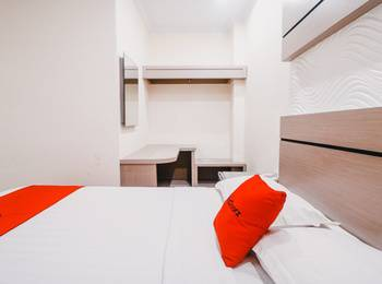 RedDoorz Plus near Makassar Town Square Makassar - RedDoorz Twin Room with Breakfast special deals