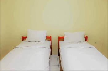 RedDoorz @ Pondok Wahidin Cirebon Cirebon - RedDoorz Twin Room 24 Hours Deal