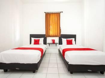 RedDoorz Plus near Galaxy Mall Surabaya - RedDoorz Twin Room with Breakfast KETUPAT