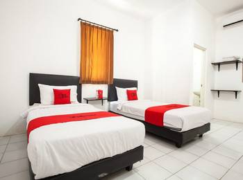 RedDoorz Plus near Galaxy Mall Surabaya - Twin Room Regular Plan