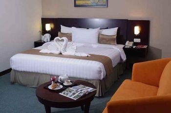 Asialink Premier managed by Prasanthi Karawang - Grand Deluxe King Room Breakfast Regular Plan