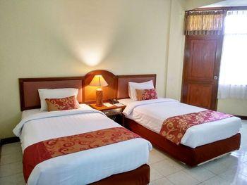 Surya Transera Beach Hotel Pangandaran Pangandaran - Deluxe Twin Bed Room Only Regular Plan