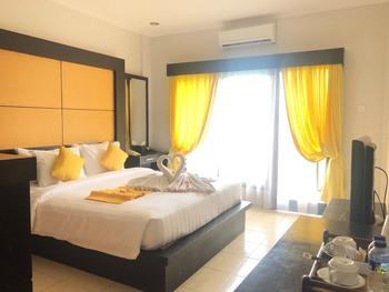 Mamo Hotel Bali - Premium Double Room With Breakfast Min stay