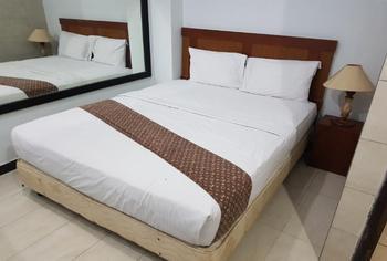 Corner Palace Hotel Ternate - Standard Room  Peyuk