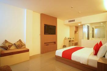 Capital O 166 Hotel Princess Palembang - Suite Triple Regular Plan