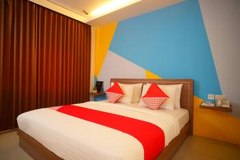 Capital O 166 Hotel Princess Palembang - Deluxe Double Room Regular Plan