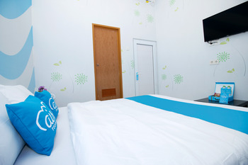 Airy Cimanggis Akses UI 6 Depok Depok - Deluxe Double Room Only Special Promo Sep 50