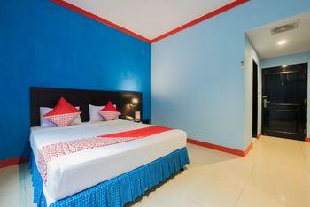 OYO 1633 Hotel Darma Nusantara Maros - Deluxe Double Room Regular Plan