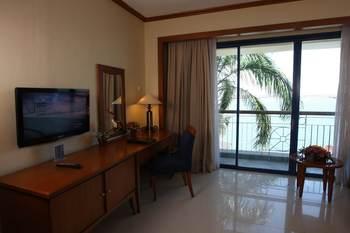 Makassar Golden Hotel Makassar - Deluxe King Bed Sea View ROOM ONLY Regular Plan